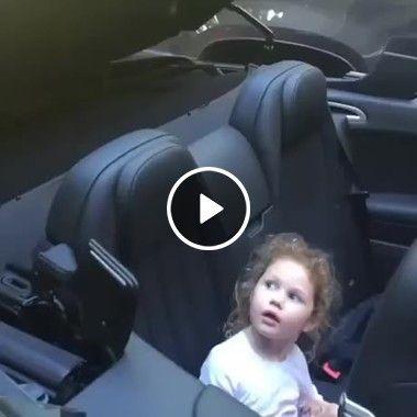 Em Pânico menina vê carro se cobrindo.