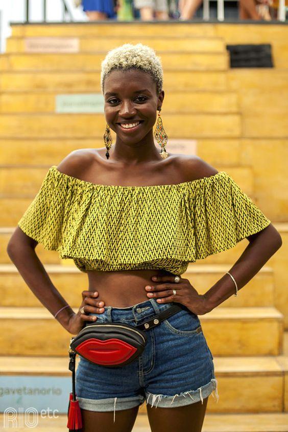 A Loo Nascimento é baiana. Mas é também militante, brasileira, coolhunter e apaixonada por estampas.