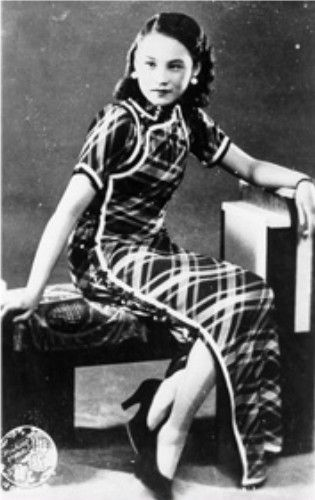 About 1935: Fashionable Shanghai film star Chen Yanyan in a full length, fitted and slender cut Qipao. (Hong Kong Museum)