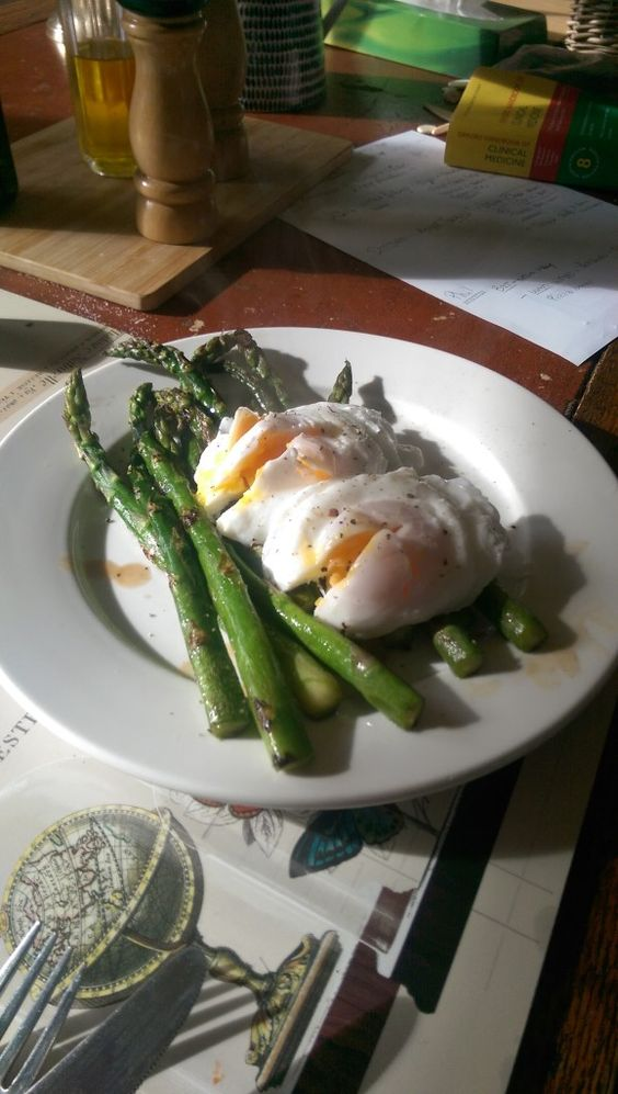poached eggs and asparagus » The Blood Sugar Diet by Michael Mosley