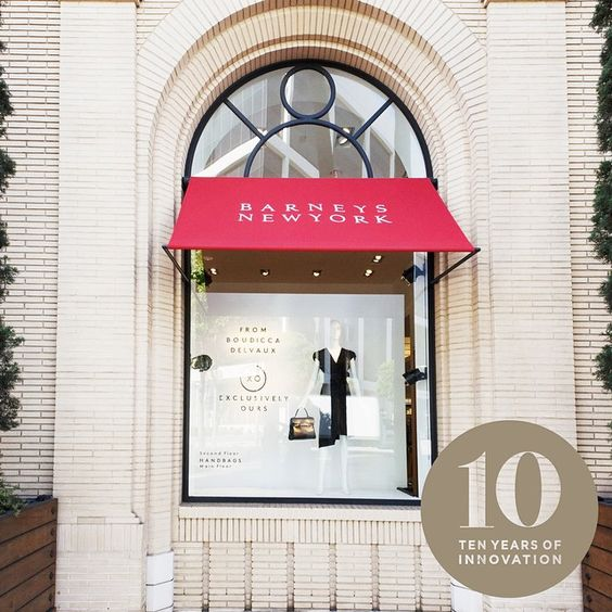 Hourglass launched around the corner from the brand's current office in Venice and in-stores at Barneys New York, Beverly Hills, as well as Barneys Madison Avenue in 2004.