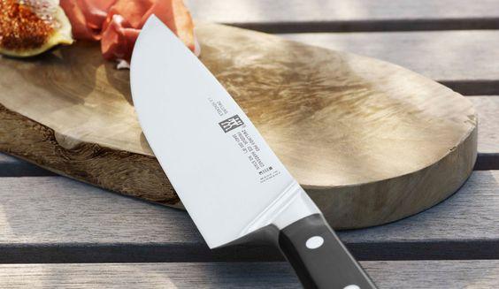 Se tiver que escolher, aposte nela: a faca do chef é a coringa da cozinha e deve estar sempre amolada. Foto: Zwilling / divulgação