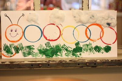 Spring art painting project for kids: make a caterpillar with cups, and the grass with forks.