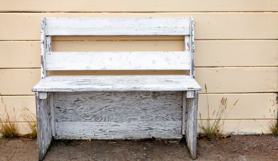 Wir machen uns den Shabby Chic selbst: http://sunny7.at/articles/article/view/id/9225