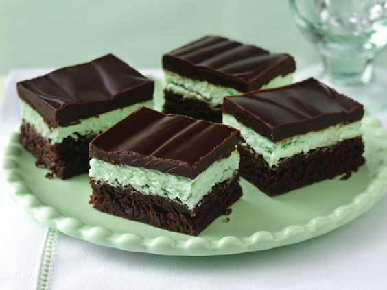 Chocolate Mint Brownies by bettycrocker: 320 calories per brownie (not quite as many as I had imagined). #Brownies #Chocolate_Mint_Brownies #bettycrocker