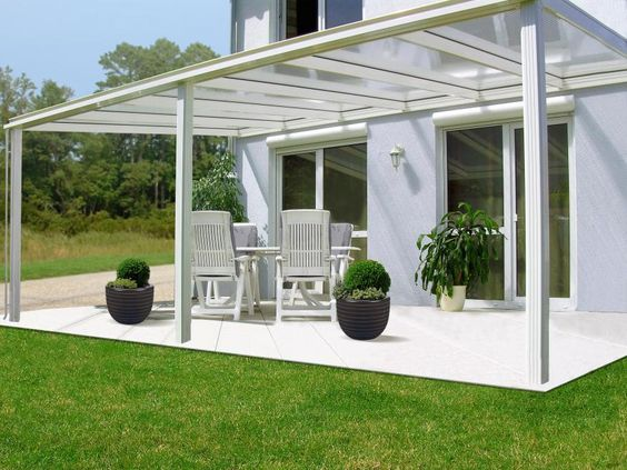 Protégez vos repas de façon élégante grâce au toit de terrasse en