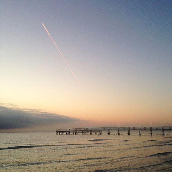 [Photo by andreasakko on Instagram] aspettando l'#alba #amanecer waiting for the #sunrise #mare #mar #sea #estate #verano #summer #spiaggia #playa #beach #Romagna #Rimini #Italia