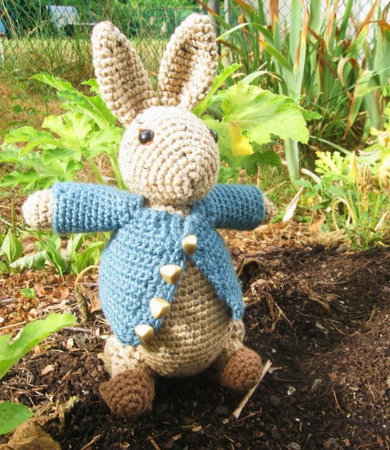 Knitting Pattern For Peter Rabbit Blanket : Ravelry: jodesys Beas Peter Rabbit Haken KNUFFELS ...