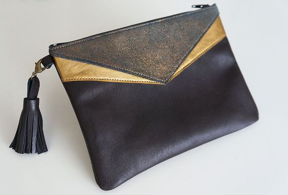 Petite pochette en cuir tricolore bleu, or et cuir pailleté : Sacs à main par lyria-m