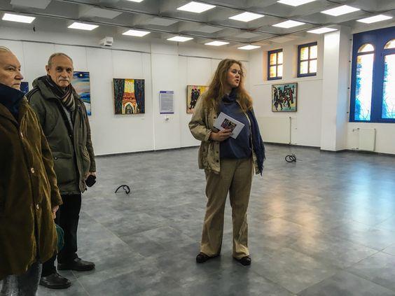 На экскурсии по выставке с Полиной Чижевской. Фото Жени Шведы