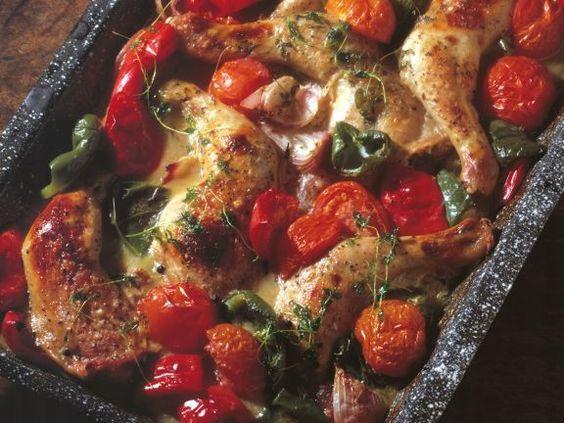 Hähnchenschenkel mit Tomaten vom Blech ist ein Rezept mit frischen Zutaten aus der Kategorie Hauptspeise. Probieren Sie dieses und weitere Rezepte von EAT SMARTER!