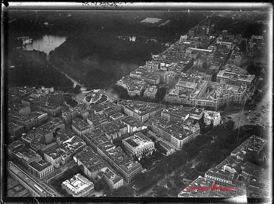 Vista aérea del retiro sin los palacios Velázquez y cristal. Madrid