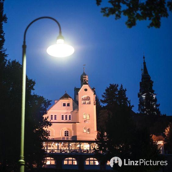 #pöstlingbergschlössl  #pöstlingberg #foodporn #linz #igerslinz #linzer #nightout #autumn #berg #licht #citylights #dinner #drunk #eater #linzpictures #diebestenbilderderstadt #wine #beer #cocktails #prost #urfahr #citylife