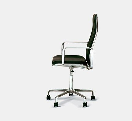 Supporto Chair x Fred Scott x Hille 书中描述ive特别钟爱的办公椅来自上世纪70年代由英国设计师Fred Scott设计的Supporto椅,不光自己办公室使用,而且将Supporto的办公椅布满苹果位于Cupertino的设计中心。Ive钟爱Supporto椅有他的理由,优雅,简约,实用,经典这几个词应该可以很好地用来形容Supporto椅的设计特点,这也正是ive追求的设计风格。后来的Macbook Pro 据说就是从Supporto椅的设计获得灵感。