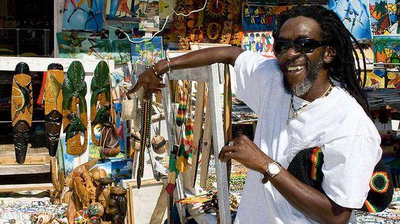 Privattour zu Bob Marley-Wer eine Privattour bevorzugt, kann die Blue Hole Experience buchen. Diese zeigt Teilnehmern das wahre Jamaika. Ein Rastafari-Reiseführer sorgt dafür, dass die Tour von genau den Vibes begleitet wird, die Bob Marley zu einigen seiner berühmtesten Hits inspirierten. Ein Besuch des Geburtshauses des Sängers ist ebenfalls Teil des Rundgangs. Hier kann es auch vorkommen, dass Angehörige von Marley den Weg kreuzen. Bei der Blue Hole Experience stehen zusätzlich regionale…