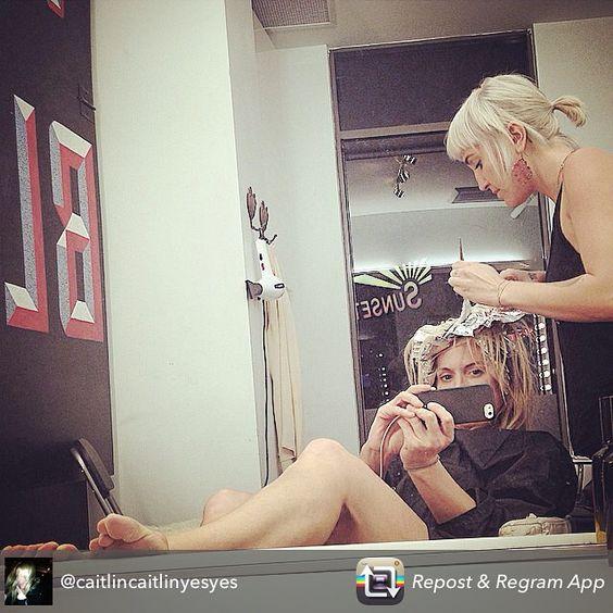 @littlemissbrittt @caitlincaitlinyesyes #blondesalon #blondtourage #comeinwereblonde #selfie #wcw