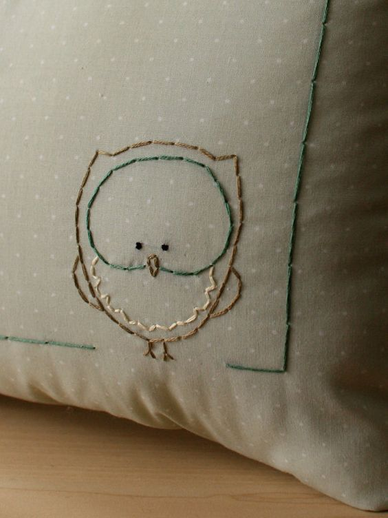 Personalized baby birth Pillow for Woodland di OtterburnPQ