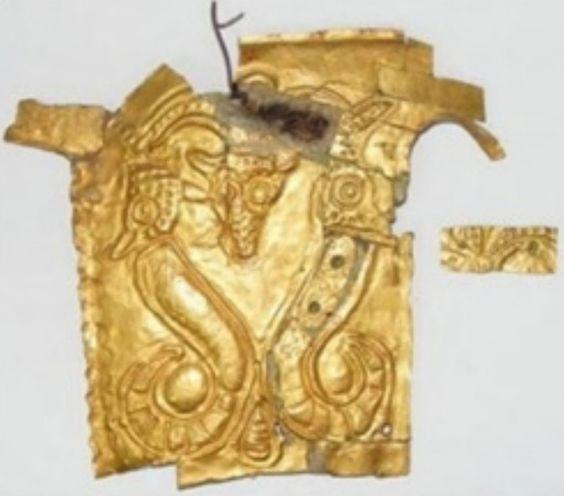 Obrăzarul drept al coifului getic din aur, descoperit la Cucuteni-Băiceni, datat în secolul V î.e.n.