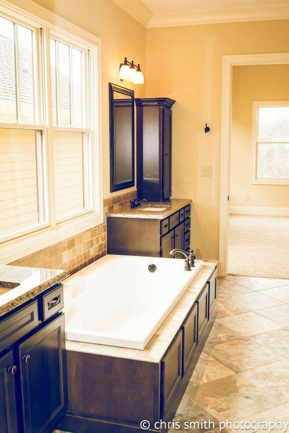 Master bath cabinet homecrest cabinetry jordan maple for Bathroom cabinets knoxville tn