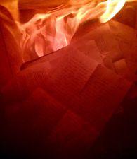 Ich sitze vor dem Kamin, vor mir ausgebreitet ein Stapel Briefe, Aufzeichnungen von Gebetsabenden, freudigen Überraschungen, Abschiedskarten und noch mehr Briefen. Allesamt herausgesucht aus den ve...