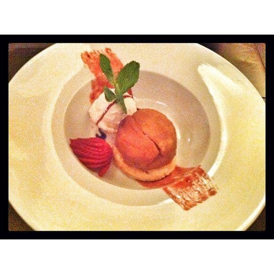 Tarta Tatin con helado de canela... #delicious . Photo by pasean2