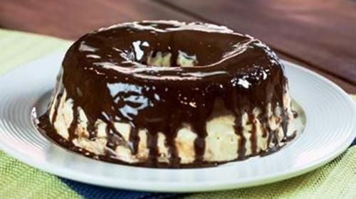 Torta De Sorvete E A Sobremesa Ideal Para Comer Com A Familia Receita Em 2020 Com Imagens Torta De Sorvete Sobremesas Deliciosas Receitas De Bolo De Sorvete