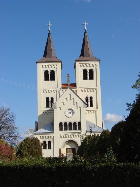 Slovakia, Bíňa, románsky kostol, foto : E. Sabadošová