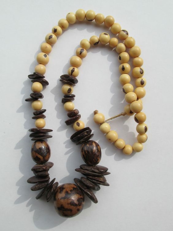 1 Halskette aus Brasilien Länge ca. 50 cm Ohr Hippie Goa Schmuck nr.4 Samen