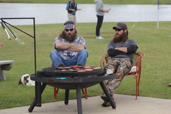 Willie and Jase talk about having a competition where two teams are dropped off in the middle of the woods and race back to Phil and Kay's house.
