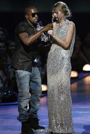Kanye interrupts Taylor Swift at MTV VMA's.