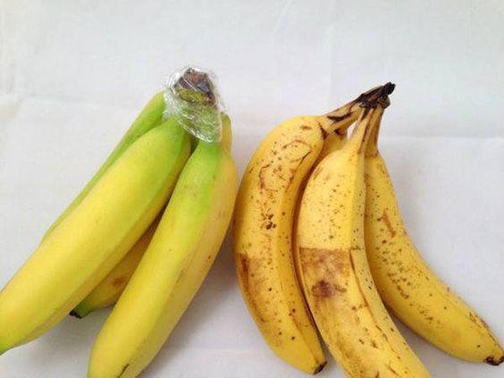 Comment conserver bananes plus longtemps: entourer les pointes des bananes avec du film alimentaire et ne pas mettre prêt des pommes