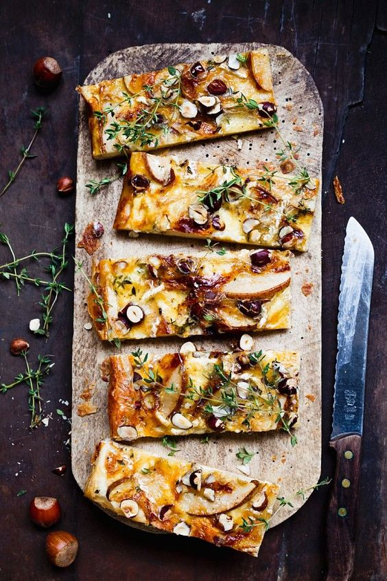 Käse-Birnen-Tarte mit Nüssen und Thymian | http://eatsmarter.de/rezepte/kaese-birnen-tarte-mit-nuessen-und-thymian