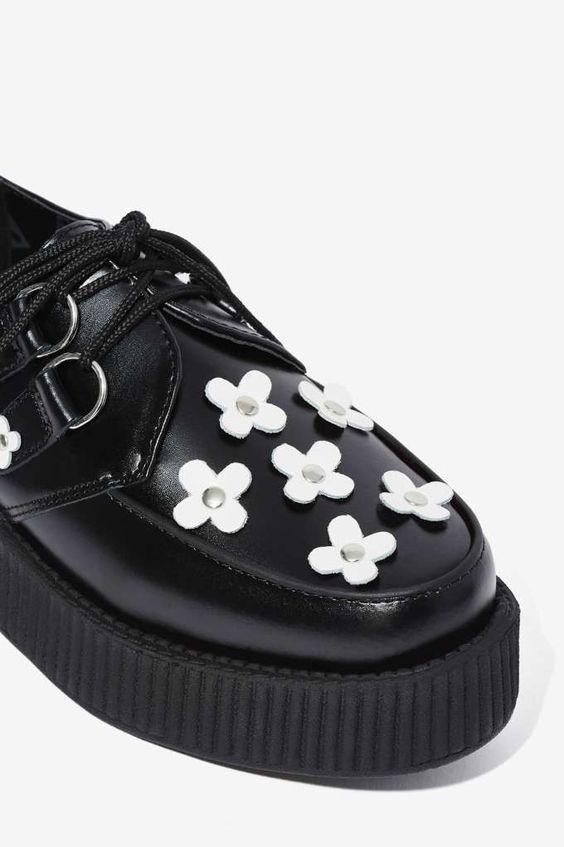 TUK black creepers with white daisies
