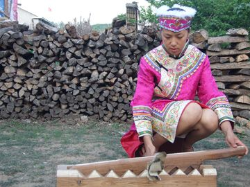He Zhe Zu (赫哲族) Traditional Clothing