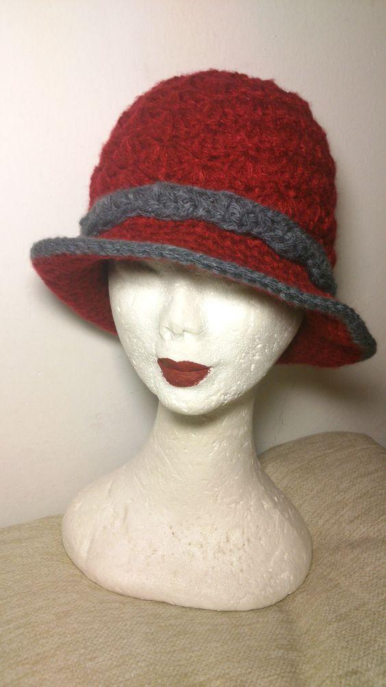 Sombrero Clasico Crochet Color burdeos y detalles en gris https://www.facebook.com/GorrosBoinasCrochet