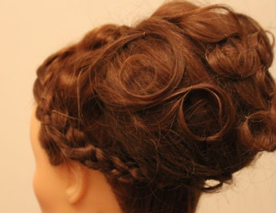 Tutoriel video chignon d'inspiration grecque (?)