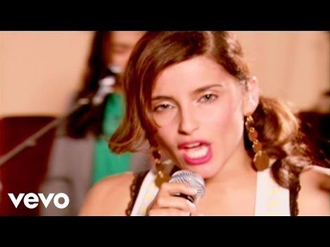 Nelly Furtado - Maneater (Live@Yahoo!) - YouTube