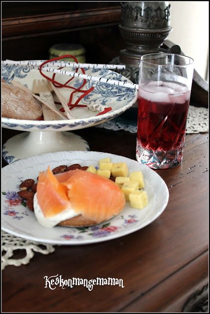 Keskonmangemaman?: Noël en Scandinavie , mardi l'apéro , Vodka cranberries et myrtilles et Knäckelbröd