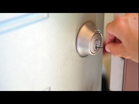 How To Open A Kwikset Smart Key Lock In 10 Seconds Video By Mr Locksmith Youtube Lock Picking Lock Bobby Pins