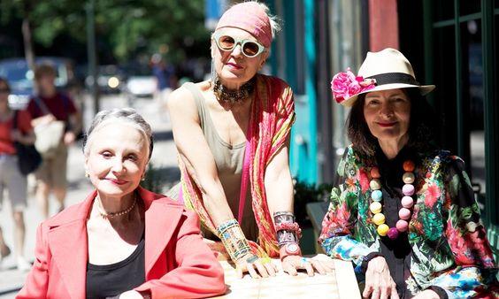 Advanced Style, um blog cheio de atitude que visa especialmente fotografar looks em especial de mulheres da terceira idade!