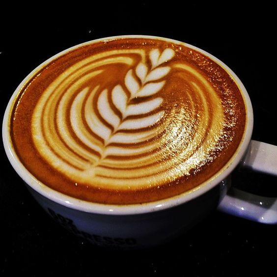 Latte Art Tulip Pinterest • The worl...