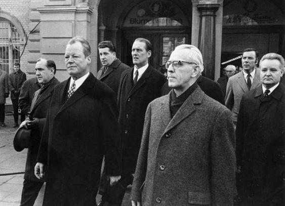 Erstes Treffen zwischen dem deutschen Bundeskanzler (Willy Brandt, links) und dem Vorsitzenden des Ministerrates der DDR (Willi Stoph), Erfurt 1970
