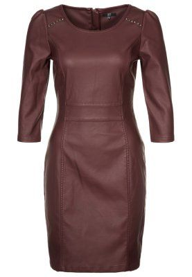 [Cocktailkleid / festliches Kleid - bordeaux (Zalando.de)] If I could wear something like this, you bet your butt I'd spend the 80€ on this dress. it's perfect!