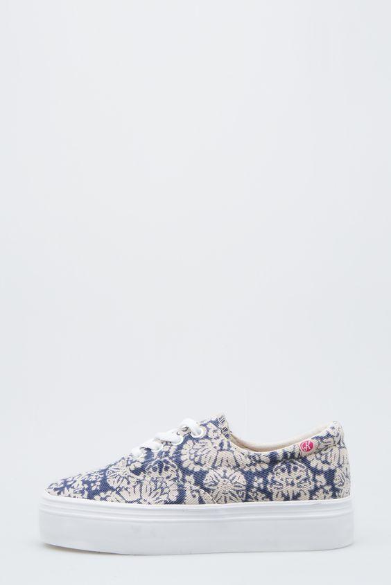 Nueva bamba floral con suela alta blanca, ideal para primavera y verano. Colección California.  #zapatos #bambas #bambafloral #bambafloral #snickers