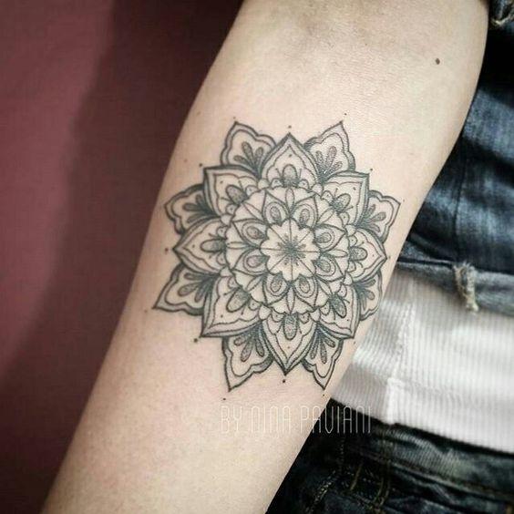 Mandala feito por @ninapaviani_tattoo ❤️ Nina Paviani TattooArtist