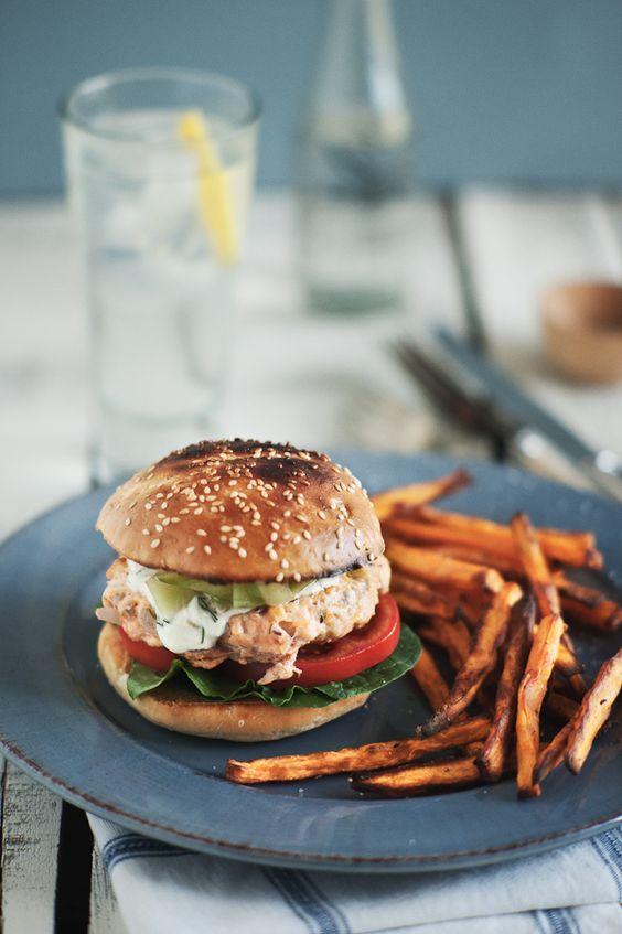 Salmon burgers: Healthy Lunch, Salmon Burgers, Food Drink