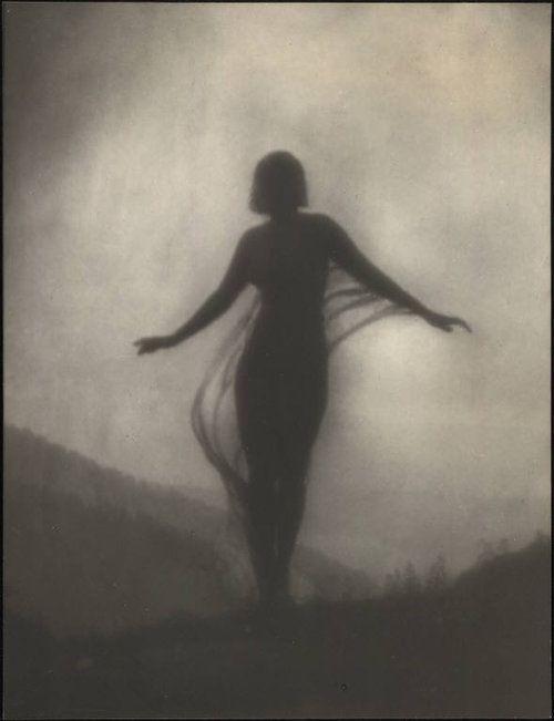 >< Anne Brigman, 1910: