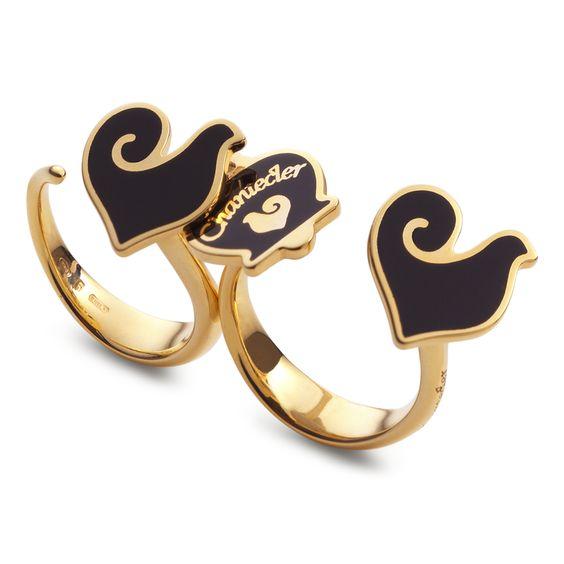 Anello Chantecler doppio con campanella e gallo in argento dorato e smalto nero. L'allegria diventa lusso da vivere ogni giorno.  #ring #anello #doublering #chantecler #capri #gioielli #jewels