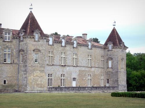 Le château de Cazeneuve - Guide Tourisme & Vacances