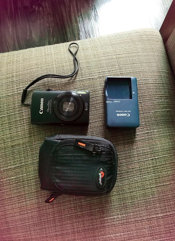 Canon Digital Camera Very Good Condition Includes A Case And Battery With Wall Battery Charger Powershot Canon Powershot Digital Camera